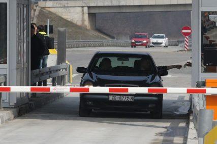 NASRNUO NA BLAGAJNIKA Vozač BMW nije htio platiti putarinu kod Zenice