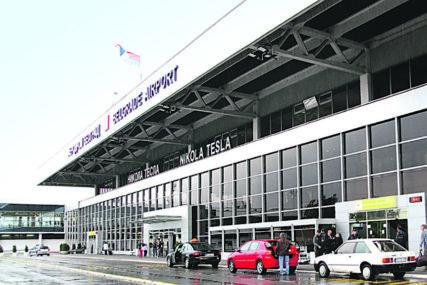 Pokušao da izbjegne kontrolu: Carinici na aerodromu pronašli neprijavljenu originalnu sliku Paje Jovanovića i 15.500 evra