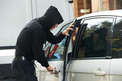 """AUTOMAFIJA U AKCIJI U Šamcu ukraden """"BMW X5"""""""