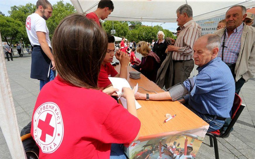 SLAB ODZIV U akciji banjalučkog Crvenog krsta krv dala 34 učenika (FOTO)