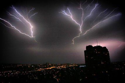 OPASNO VRIJEME Upaljen žutu meteoalarm, grmljavina i obilne padavine prijete OVIM DIJELOVIMA BiH