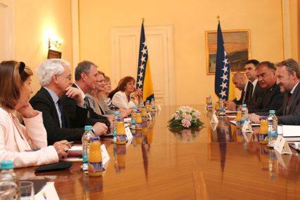 Izetbegović i Ivanić s delegacijom Velike Britanije: Poboljšati ekonomske odnose dvije zemlje