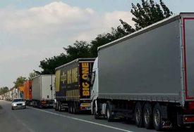 Vozaču iz BiH MIGRANTI UŠLI U KAMION dok je spavao, a onda su NASTALE NEVOLJE na hrvatskoj granici