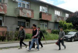 Raste zabrinutost u Bihaću: Stanari zgrada migrante nalaze i na svojim balkonima