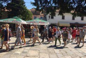 PLOVIDBA S TAKVIM TERETOM OPASNA Turisti teži u odnosu na period od prije deset do 15 godina