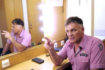 """""""SIN GA JE IZ BIJESA UDARIO U CJEVANICU"""" Branislav Lečić otkrio zašto su njegova djeca napustila školu Mike Aleksića"""