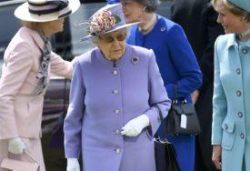 HAOS U NAJAVI Britanska kraljica poslušala Džonsona i SUSPENDOVALA RAD PARLAMENTA