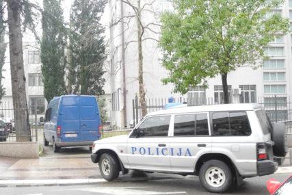 POKAZAO VELIKU HRABROST Policajac spasao ženu koja je htjela da se ubije