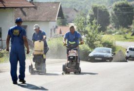 RADOVI U TUZLANSKOJ ULICI Počela gradnja vodovoda i kanalizacije