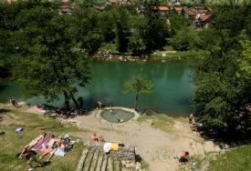 GRAĐANI SRPSKE PRKOSE KORONI Velika potražnja za vikendicama sa bazenom