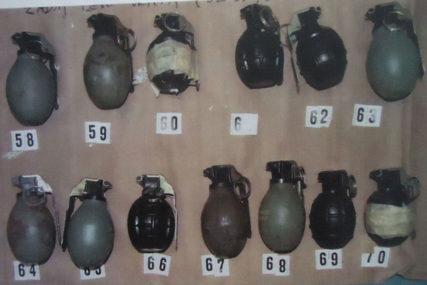ARSENAL U BURETU Kod Travnika pronađene stotine ručnih bombi, tromblona i metaka
