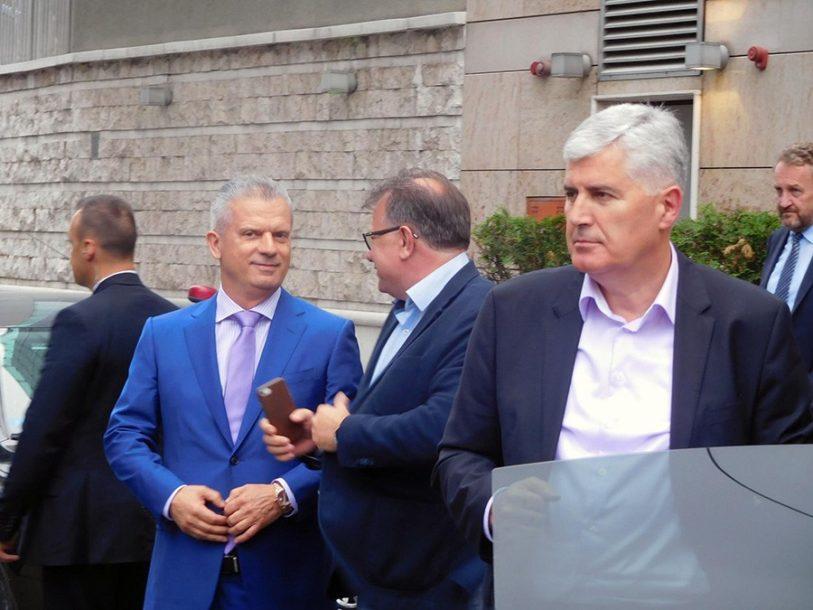 SIGURNA KUĆA ZA IZBORNE GUBITNIKE Funkcije u Domu naroda BiH i Vijeću naroda Srpske poklon i za stranačke lidere