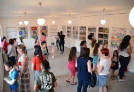 """""""Škole crtanja i slikanja"""": U Kotor Varošu otvorena izložba dječijih radova"""