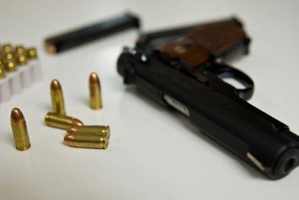 Iz porodične kuće ukraden pištolj