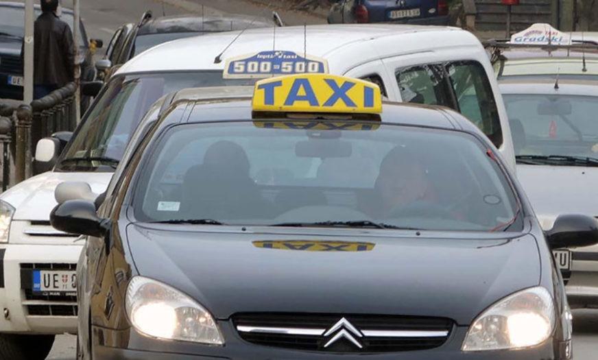 Taksista PAPRENO NAPLATIO turistima vožnju, pa kažnjen sa 1.500 evra