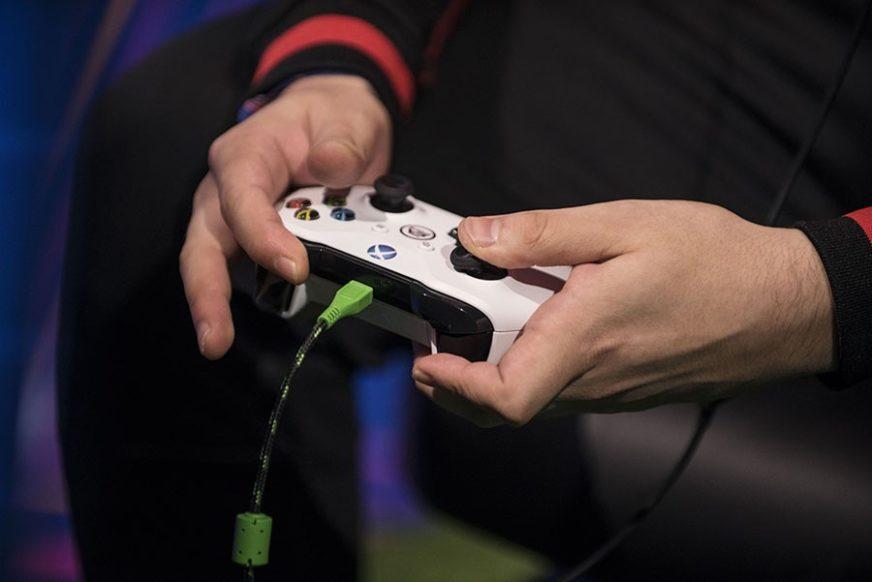 LOME PO KUĆI, TUKU RODITELJE Zavisnost od video-igrica SVE VEĆI PROBLEM