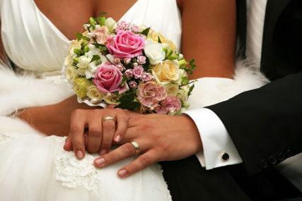 SVAKA DJEVOJKA BI DA BUDE SLJEDEĆA Šok na vjenčanju, umalo se potukle zbog bidermajera (VIDEO)