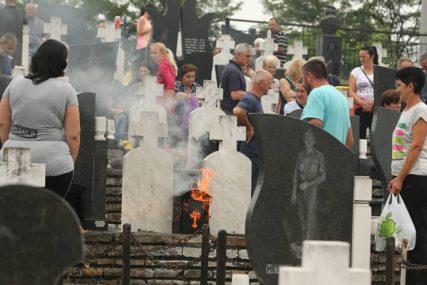 Sjećanje na SRPSKE ŽRTVE: U Bratuncu položeni vijenci ubijenima u proteklom ratu (FOTO)