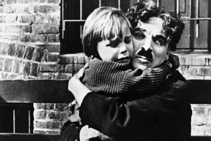KOMEDIJA ILI TRAGEDIJA Čarli Čaplin uveo je pravilo SEKSOM DO ULOGE i ženio se tinejdžerkama