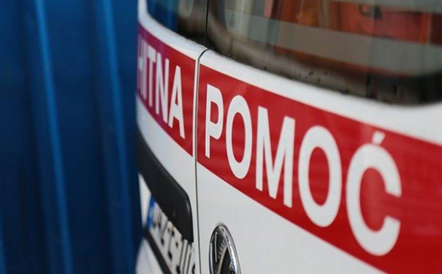NAPADNUTA ČEKIĆEM NA RADNOM MJESTU Radnica PIO hitno prebačena u bolnicu
