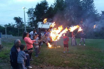 SJAJ LILA Mališani kod Prijedora uživali u starom običaju, počele Petrovdanske svečanosti (VIDEO)