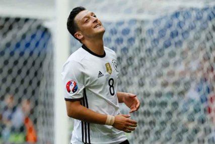 Fudbalski savez Njemačke odbacio Ozilove optužbe o rasizmu