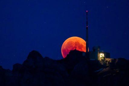POSTOJI LI ŽIVOT NA ZEMLJINOM SATELITU? Bljeskove na Mjesecu naučnici NE MOGU OBJASNITI
