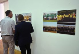 """Prijedor: Otvorena izložba """"90 fotografija za 90 godina"""""""