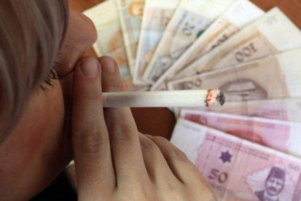 PIKAVAC CIGARETE BACILA NA ULICI Žena u Austriji kažnjena sa 450 evra