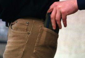 UKRALA NOVČANIK IZ BUTIKA Policija brzo identifikovala kradljivicu