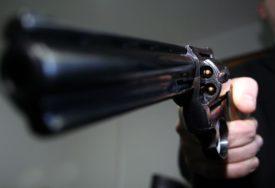 RAZBOJNIK U BIJEGU Uz prijetnju oružjem opljačkao poštu u Zagrebu