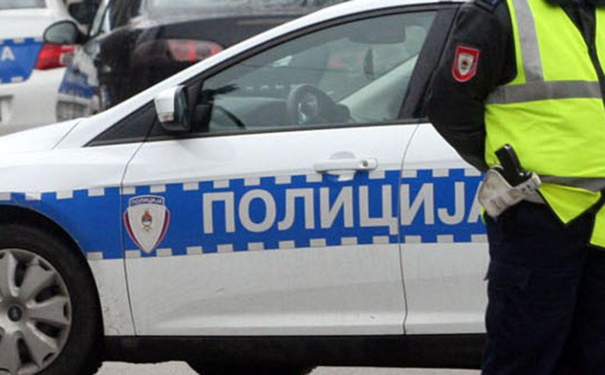 ŠVERCER DRVA PAO ZBOG MITA Punudio 100 KM policajcima, pa uhapšen