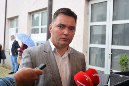 """""""SRAMOTNE IZJAVE"""" Košarac tvrdi da je Šarović znao za obećanje od dva miliona maraka Srebrenici"""