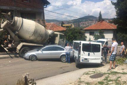NESREĆA U SARAJEVU Pokrenuo se kamion i udario u nekoliko vozila, povrijeđena i pjevačica