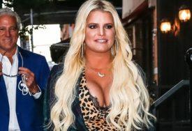 """""""KAKVA SI TI TO MAJKA?"""" Popularna pjevačica zbog jednog postupka na meti OŠTRIH KRITIKA (FOTO)"""