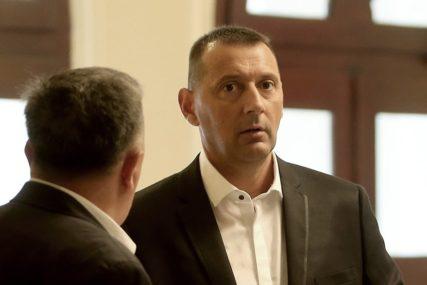 ON NA PUTU, OSTALI U KARANTINU Odbornik Popović znao da treba u izolaciju, ali je nastavio s boravkom u Crnoj Gori