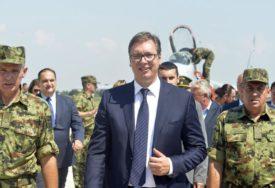 Vučić: Država razmatra uvođenje obaveznog vojnog roka