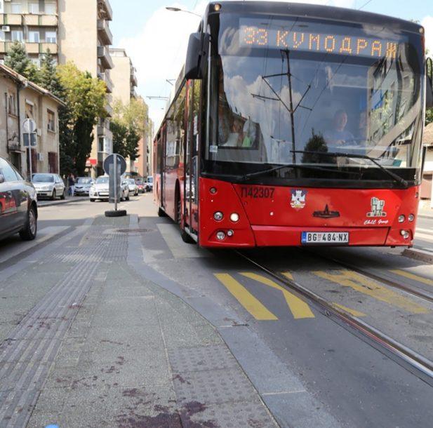 PRAVA DRAMA NA ULICI Autobus priklještio ženi ruku i vukao je 15 metara