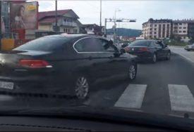 RELI BAKIROVE PRATNJE Vozači šokirani JURNJAVOM SLUŽBENIH VOZILA bošnjačkog člana Predsjedništva BiH (VIDEO)