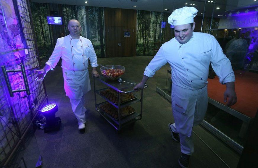 RADNICI BJEŽE GLAVOM BEZ OBZIRA Restorani vape za kuvarima, prodavnice za trgovcima, a poslodavci se HVATAJU ZA GLAVU