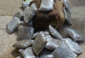"DROGA U ""MERCEDESU"" Uhapšen Crnogorac sa 233 kilograma marihuane"