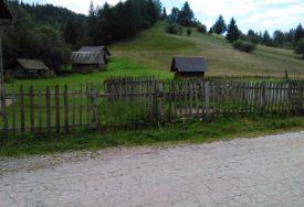 Bogato šumom, gljivama i voćem, ali UZALUD: Sokolačko selo mladi napuštaju u potrazi za BOLJIM ŽIVOTOM, stari ČEKAJU POMOĆ