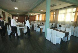 Radna mjesta pretrpjela OZBILJAN UDARAC: Zaposlenost najviše POTONULA u pabovima i restoranima