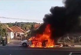 HEROJSKA BORBA ZA ŽIVOT Svi pokušavali da izvuku vozača iz zapaljenog automobila