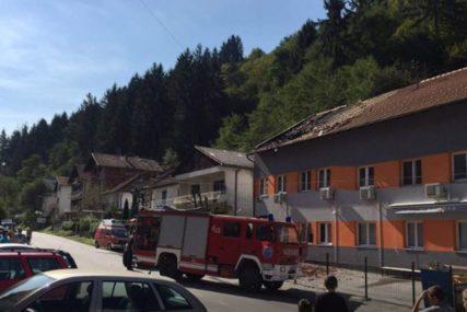 "Ugašen požar na objektu ""Alma - Ras"" u Srebrenici: Oštećena krovna konstrukcija"