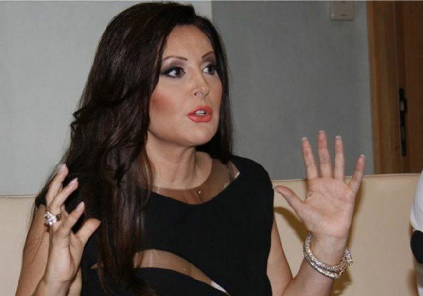 """IMA I TREĆA STROFA"" Dragana Mirković zaboravila tekst SOPSTVENE PJESME (VIDEO)"