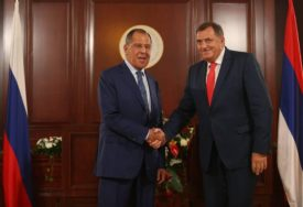 SASTANAK S PUTINOM DO KRAJA GODINE Dodik i Lavrov o pritiscima na Srpsku i NABAVCI RUSKIH VAKCINA