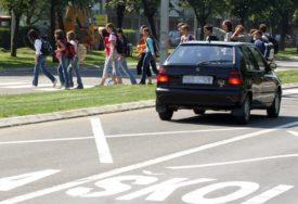 VEĆA BEZBJEDNOST ĐAKA Počela obnova saobraćajne signalizacije u zoni škola
