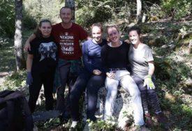 BELGIJANCI U NP SUTJESKA Mladi volonteri očistili nekropolu stećaka