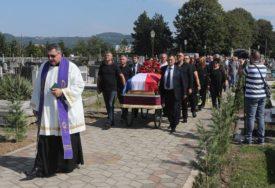 TIŠINA GOVORILA VIŠE OD RIJEČI Hiljade ljudi na sahrani Marijana Beneša (FOTO)